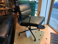 Vitra Soft Pad Chair EA 208 Leder Premium jade m. Kontrastnaht UG: beschichtet tiefschwarz