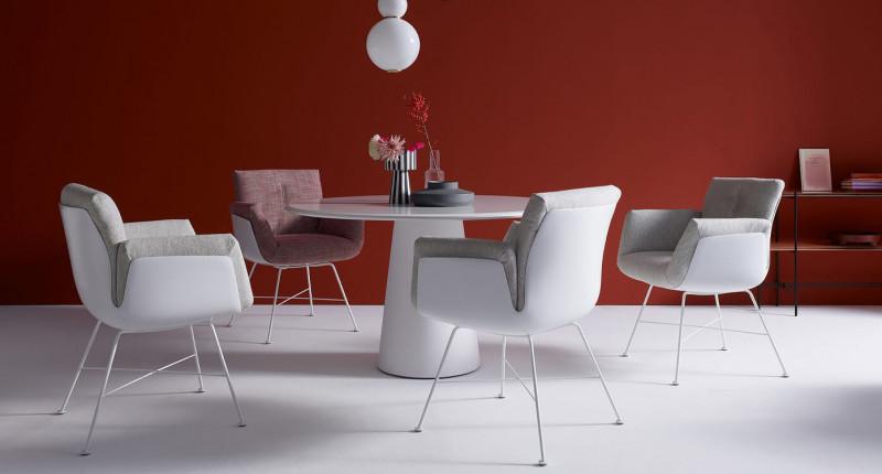 COR Alvo gepolsterter Stuhl mit Conic Esstisch rund