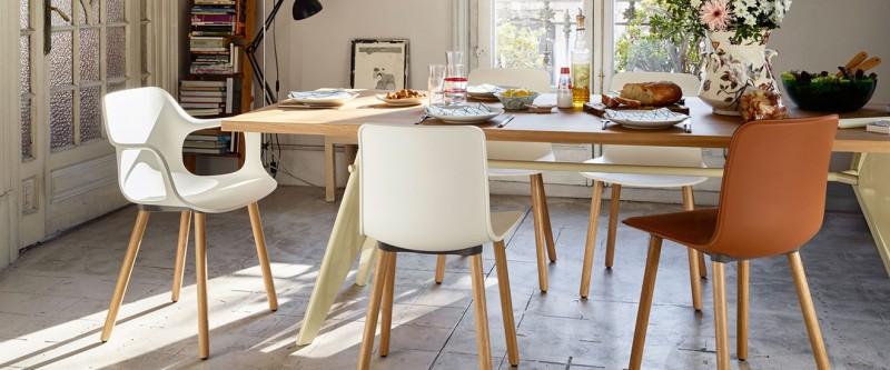 Vitra EM Table und Vitra HAL Wood Stühle