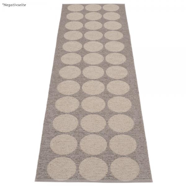 Pappelina Hugo Mud metallic 70x240 Teppich & Badvorleger schlamm