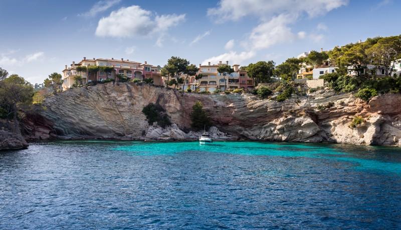 Inneneinrichtung Hufnagel liefert nach Mallorca Designermöbel
