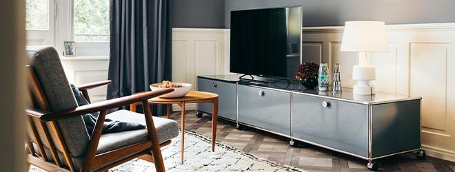Wohnzimmereinrichtung mit USM Haller Sideboard Metallmöbel