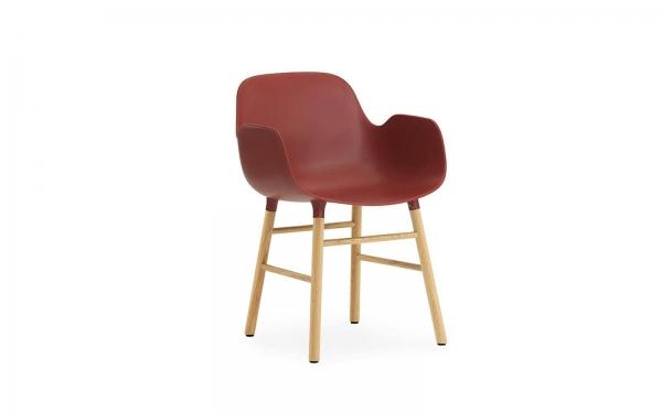 Normann Copenhagen Form Armlehnenstuhl Wood Sitzschale rot / UG Eiche