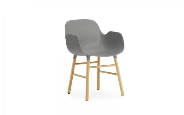 Normann Copenhagen Form Armlehnenstuhl Wood Sitzschale grau / UG Eiche