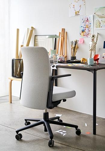 Vitra Pacific Chair Bürodrehstuhl mit Armlehnen für Home Office