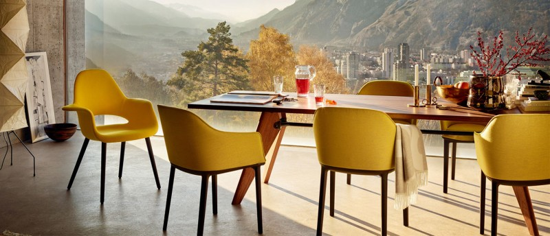 Vitra Softshell Chair und Vitra EM Table