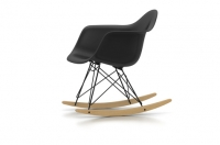 Vitra Eames Plastic Armchair RAR Schaukelstuhl schwarz UG: basic dark Fuss: Ahorn gelblich