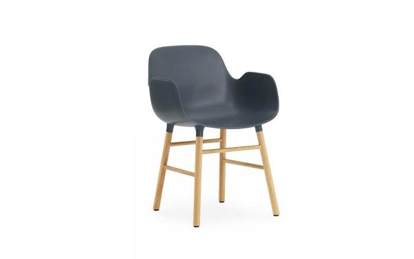 Normann Copenhagen Form Armlehnenstuhl Wood Sitzschale blau / UG Eiche