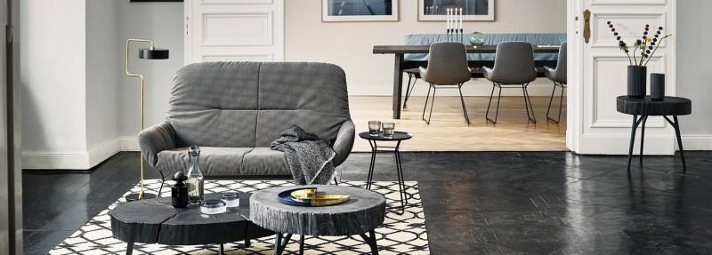 Freifrau Manufaktur Stühle und Janua Möbel Essgruppe mit Beistelltisch und Sofa