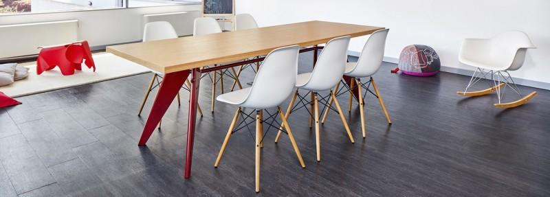 Vitra EM Table Esstisch und Vitra Side Chairs Stühle