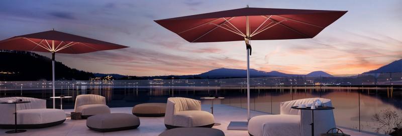 Glatz Fortello LED Sonnenschirm mit Beleuchtung im Loungebereich Beachclub