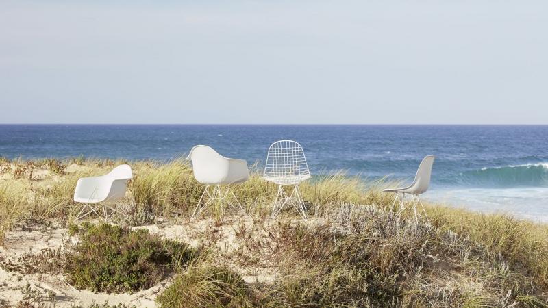 Vitra Eames Chairs und Wire Chair mit weissem Untergestell
