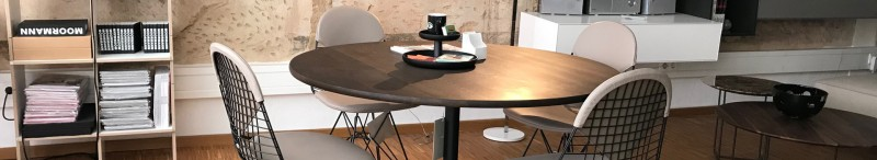 Vitra Plate Dining Table mit Vitra Wire Chair DKR 2 bei Inneneinrichtung Hufnagel