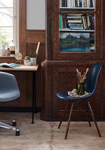 Vitra Fiberglass Sidechair mit Holzuntergestell